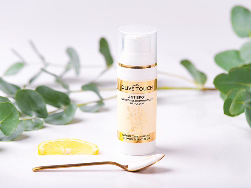 Λευκαντική κρέμα ημέρας με βιολογικό λάδι ελιάς και εκχύλισμα λεμονιού. Olive Touch