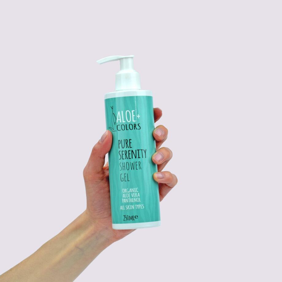 Aπαλό αφρόλουτρο Pure Serenity Aloe+Colors με υπέροχο άρωμα μανόλια, είναι ιδανικό για καθημερινή χρήση, καθαρίζει απαλά και ενυδατώνει το δέρμα.